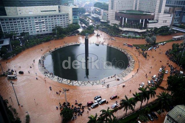 Banjir Bundaran HI Dari Atas Gedung