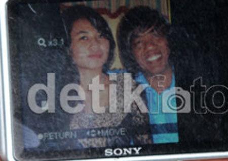 Foto Sri Rahayu dan Pak Tarno - Ternyata Calon Istri Pak Tarno Seorang Pramugari Lho