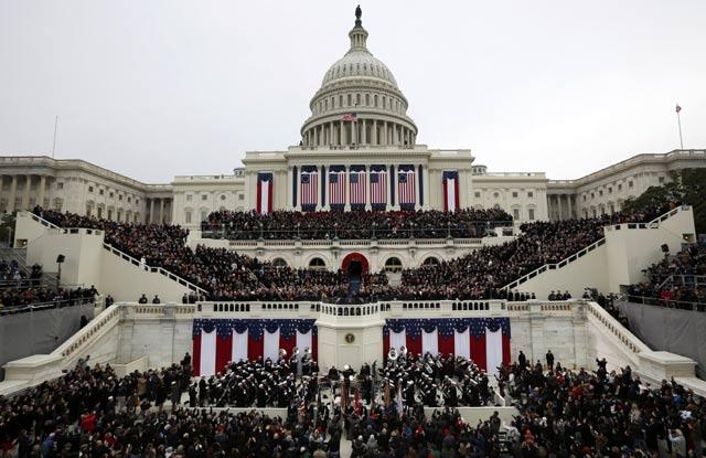 Warga memadati lokasi pelantikan di Capitol Hill, Washington DC ...