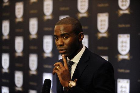 Trofi Piala Liga Inggris akan Diberikan Oleh Muamba
