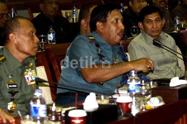 Komisi I-Panglima TNI Bahas Penembakan di Papua