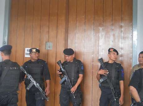 3 TEROR PASUKAN SILUMAN BERSENJATA BAYANGI INDONESIA Pelaku Teror Bersenjata di Indonesia