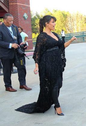Kim Kardashian saat ini sedang mengandung anak dari Kanye West
