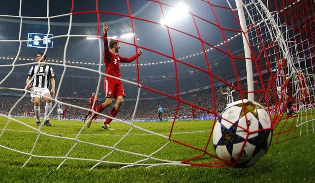 Kemenangan Bayern ditentukan oleh dua gol dari David Alaba dan Thomas Mueller. REUTERS/Kai Pfaffenbach.