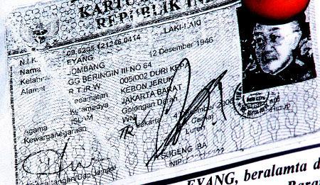 VIDEO FOTO NAMA ASLI EYANG SUBUR SESUAI KTP Eyang Subur Mempunyai 5 Nama Gonta Ganti