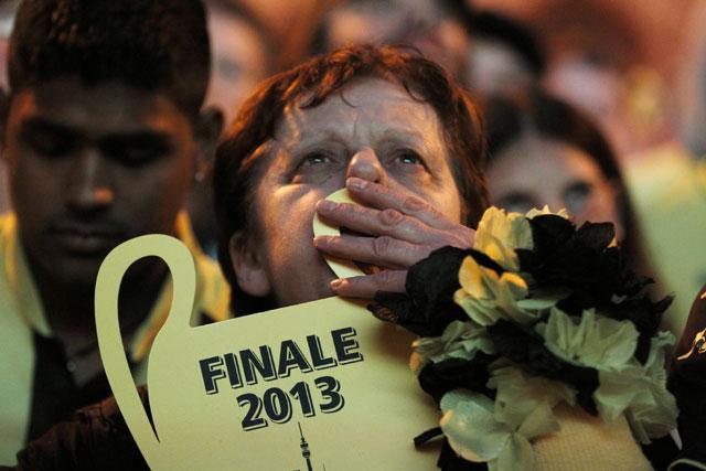 Pendukung Dortmund sedih luar biasa. Mereka gagal mengulang keberhasilan 16 tahun lalu saat jadi juara di musim 1996/1997.