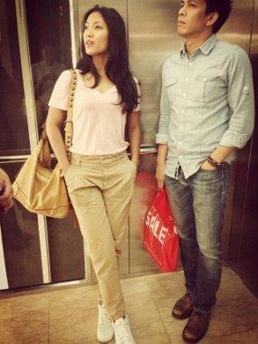Foto Tara Basro dan Ariel 'NOAH' kepergok jalan bareng di mall