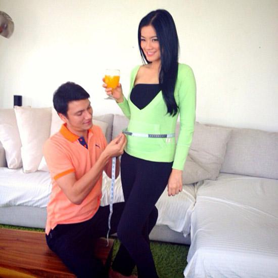 GAMBAR TITI KAMAL HAMIL [FOTO] Pasangan Titi Kamal Dan Christian Sugiono Sedang Menunggu Anak Pertamanya