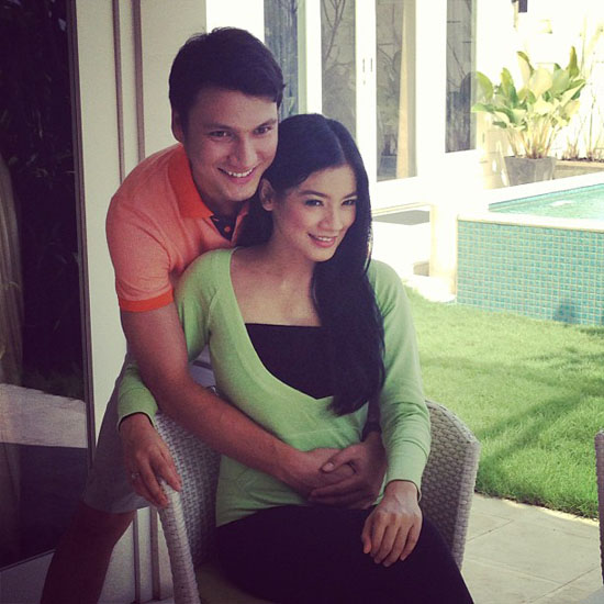 VIDEO TITI KAMAL HAMIL [FOTO] Pasangan Titi Kamal Dan Christian Sugiono Sedang Menunggu Anak Pertamanya