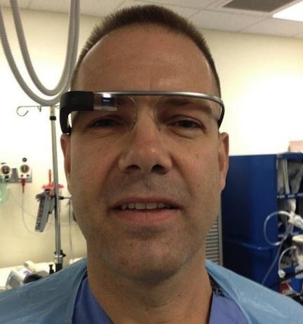 Dokter Gunakan Google Glass Saat Melakukan Operasi