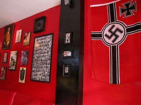 VIDEO FOTO KAFE HITLER NAZI BANDUNG SOLDATENKAFFE (Youtube)