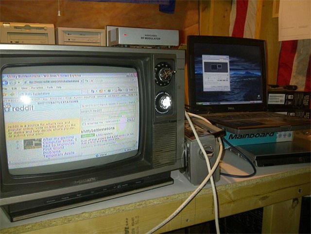 10 Gaya Nyeleneh Memakai Komputer