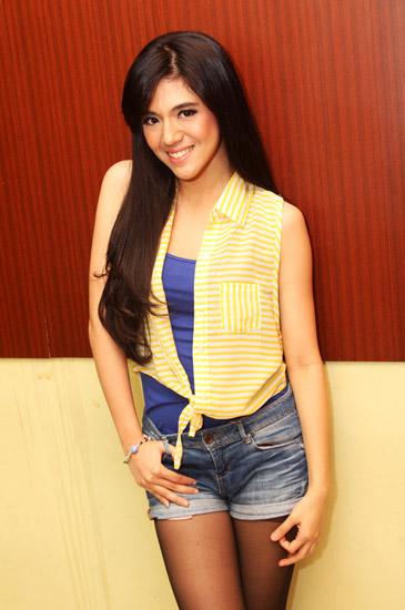 Aktris dan DJ Putri Una masih populer di dunia hiburan Indonesia ...