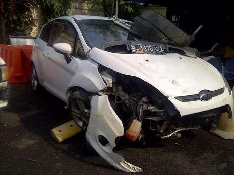 VIDEO FOTO FORD FIESTA TABRAK ORANG DI BUNDARAN HI Info Kecelakaan Jakarta Terbaru