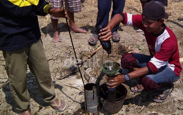 Cari Air, Petani Tuban Dapat Minyak Mentah