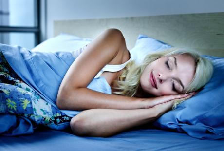женщины в постели фото