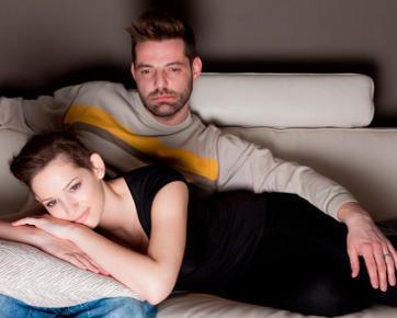 4 Pertimbangan Sebelum Mencoba Gaya Bercinta Seperti di Film Sensual