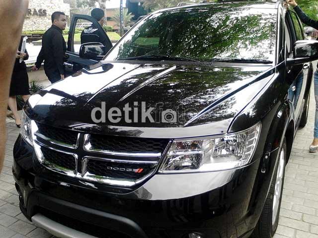 Mobil dodge journey platinum dipilih jupe untuk hadiah natal gaston