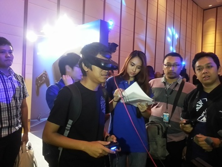 Serunya Main PS4 dengan Head Mounted Display