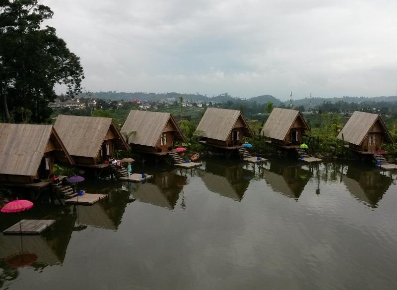 Sewa Villa Istana Bunga Lembang Bandung Dekat Dengan Wisata Dusun Bambu Jika Anda Ingin Berkunjung Ke Dan Gak Kebagian Tempat Menginap Di