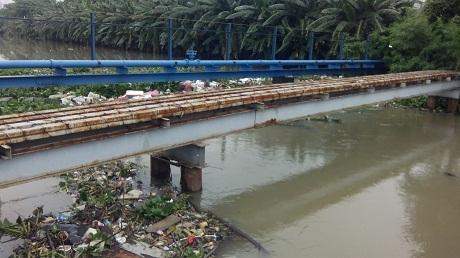 Air setinggi 150 cm merendam pemukiman di rawa buaya, cengkareng