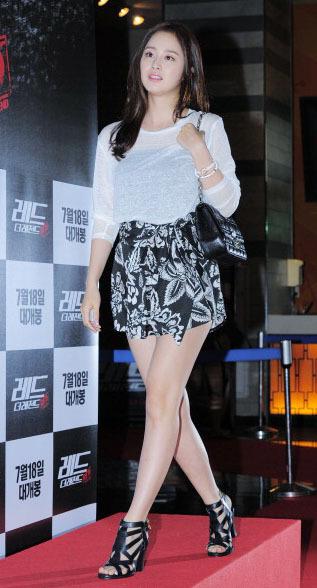 Yuk Contek Padu Padan Stylish dengan Sepatu Boots Wanita ala Kim Tae Hee