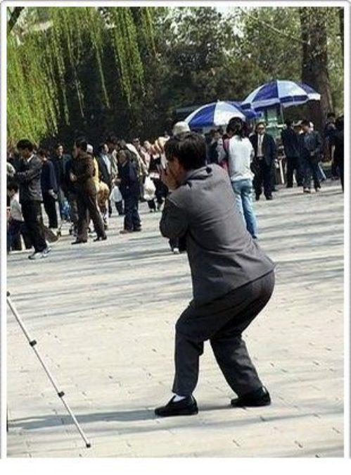 Aksi Kocak Fotografer Berburu Gambar