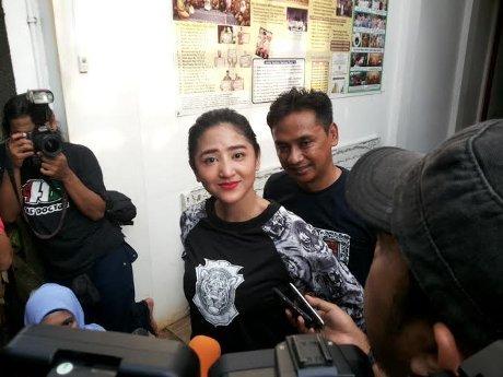 Dewi Perssik dipenjara
