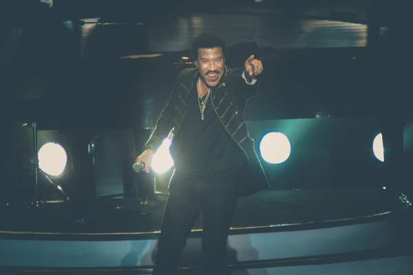 Foto: Konser All the Hits, All Night Long Lionel Richie di Jakarta