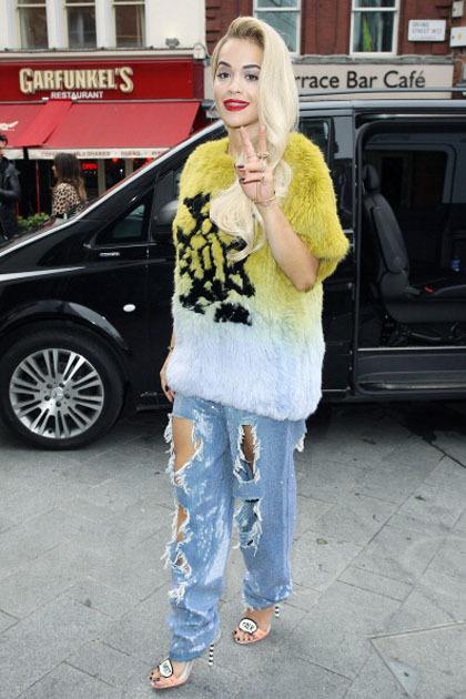 Tampil Keren Dengan Ripped Jeans Ala Seleb Hollywood