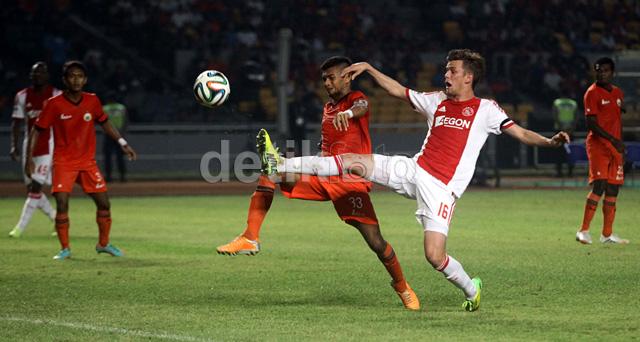 Pertandingan antara Persija Jakarta melawan Ajax Amsterdam digelar di Stadion Utama Gelora Bung Karno, Minggu (11/5/2014) malam WIB.