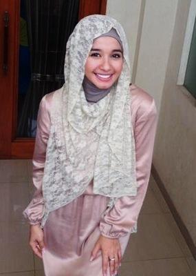 Cara Memakai Jilbab Ala Laudya Cynthia Bella Simple - Cara ...
