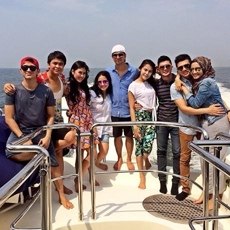 Mengintip Kemesraan Raffi Ahmad dan Nagita Slavina di Atas Kapal
