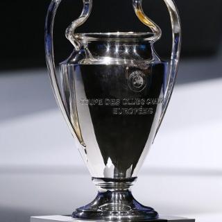 Tak Cuma PSG, Barca Juga Anggap Serius Ajax dan APOEL