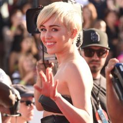 Miley Cyrus Sebut Twerking Berasal dari Elvis Presley