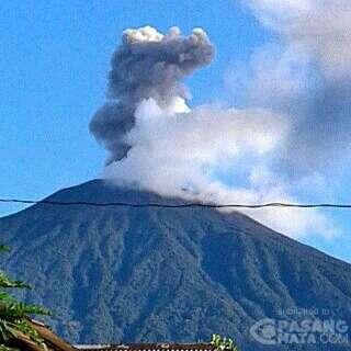 Ini Penampakan Kepulan Asap dari Puncak Gunung Slamet