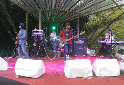 Main Hujan Bareng Bangkutaman di RRREC Fest in the Valley 2014