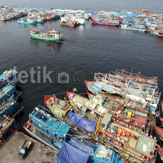 //images.detik.com/content/2014/11/17/4/170555_nelayan2depan.jpg