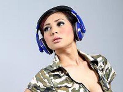 Dari DJ, Ay Claudia Kini Jajal Musik Dangdut