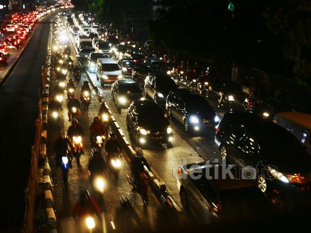 Kemacetan Kendaraan di Kawasan Warung Buncit