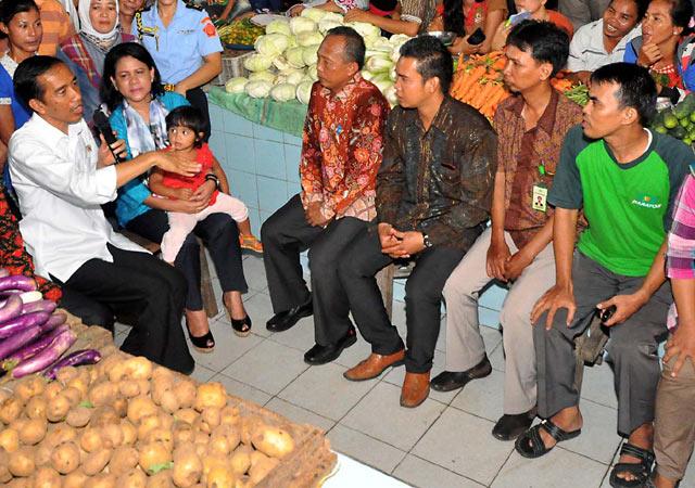 Jokowi Blusukan ke Pasar Panorama Bengkulu