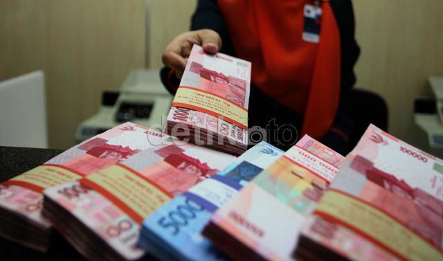 Rupiah Makin Keok, Dolar Tembus Rp 12.400