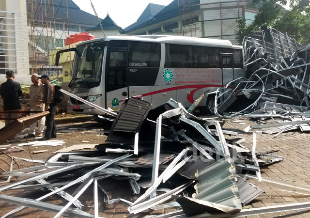 Puting Beliung Rusak Perpustakaan UIN Bandung