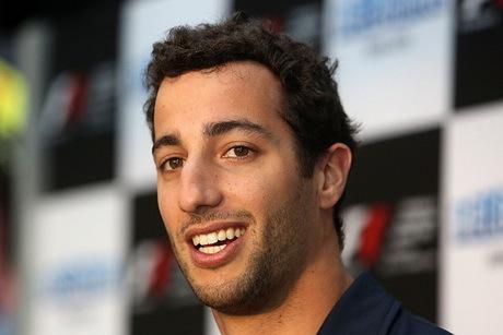 Ricciardo Siap Pimpin Red Bull