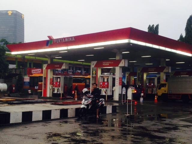 Jakarta -Pemerintah telah menerapkan kebijakan skema harga Bahan Bakar ...