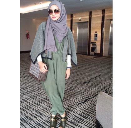 Busana Muslim Trendy Hijab Style Ini Cape Yang Populer Dipakai Aktris Hingga Selebgram