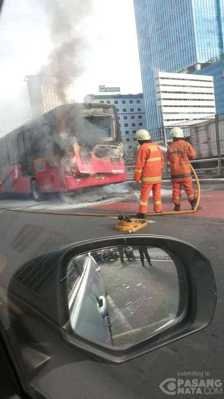 Ini Penyebab TransJ Merek Zhong Tong Terbakar di Jl Gatot Subroto