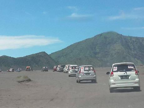 Konvoi Ratusan Ertiga di Bromo Pecahkan Rekor MURI