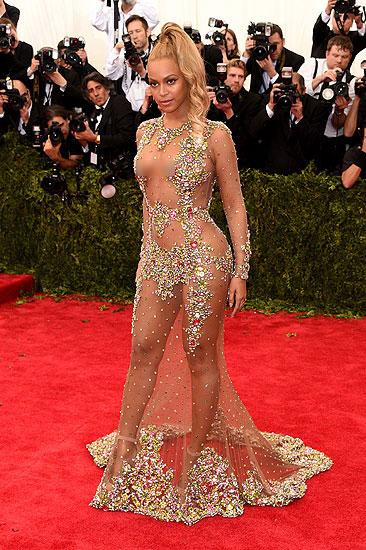 фото знаменитости без одежды