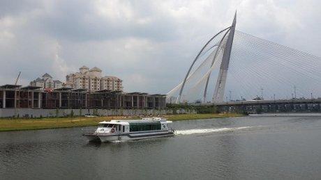 Asyiknya Mengelilingi Danau di Negeri Jiran dengan Cruise Tasik Putrajaya